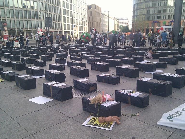 Palestinarrek Potsdamer Platzen egindako elkarretaratzea Gazako inbasioa salatuz