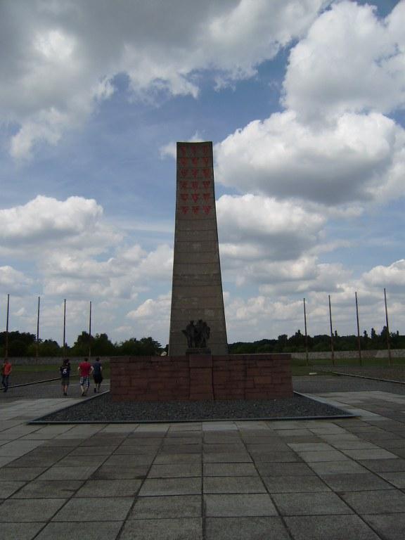 Obelisko handi bat Sachsenhausenen