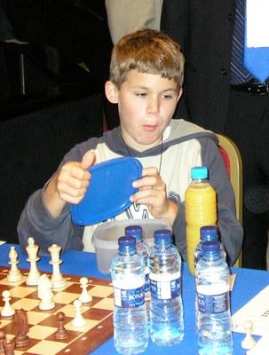 Magnus Carlsen zerbait jaten Calviàko Olinpiadan
