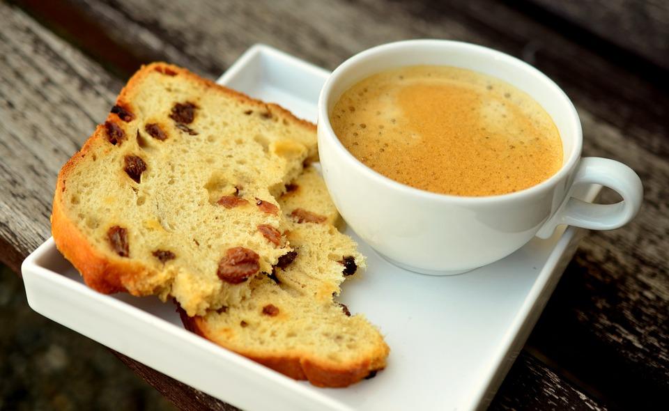 plum cake eta kafesnea